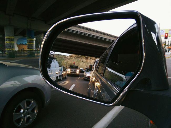 Getting Creative Mirrorphoto Mirror Picture Rearview Mirror Car Under The Freeway