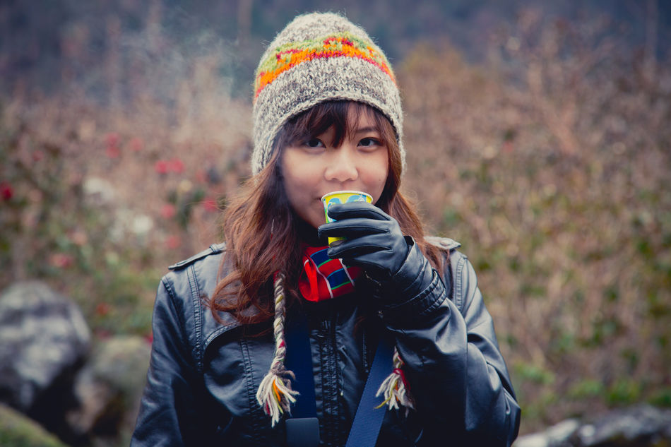 Beautiful stock photos of herbst, knit hat, warm clothing, young adult, portrait