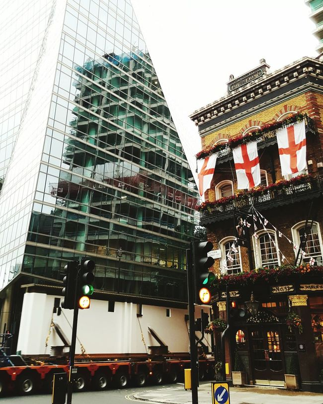 Long Vehicle London Westminster Pub English Flag Flag New And Old Office Building City City Life Load