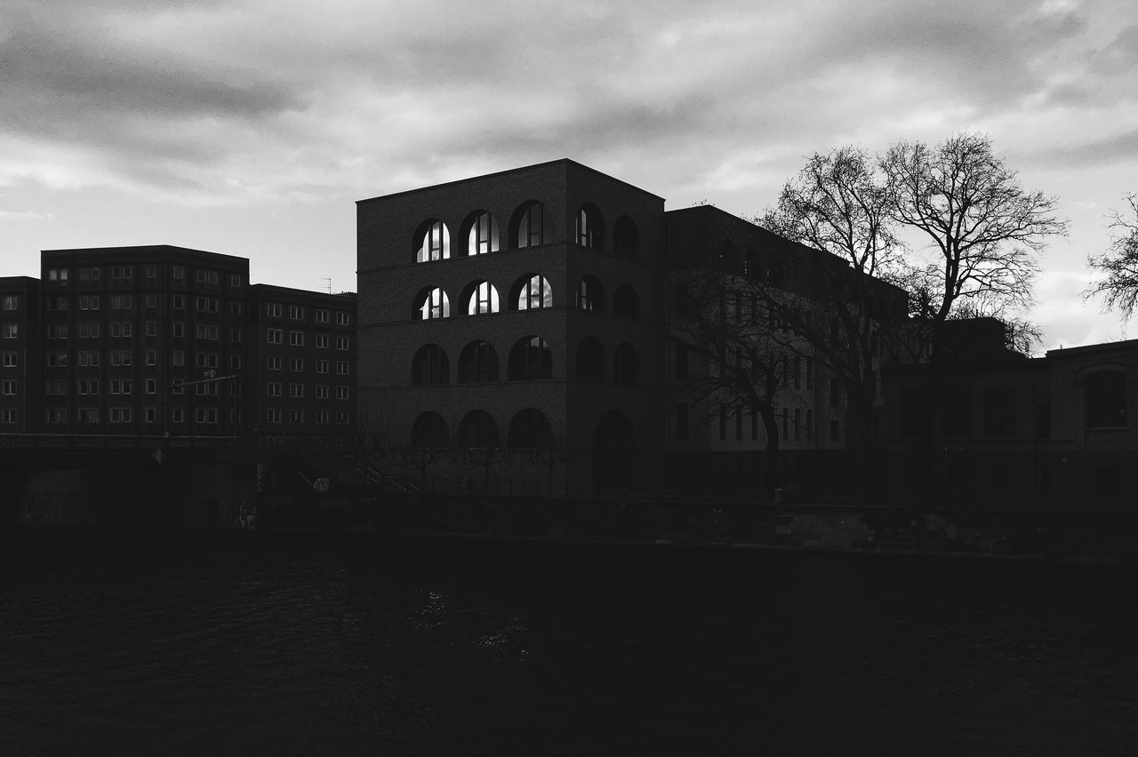 107 ||| Gropius Ensemble | Sir David Alan Chipperfield, 2015 Sir David Alan Chipperfield Gropius Ensemble 2015  Architecture Europe Germany Berlin Mitte Spandauer Vorstadt Building Exterior Built Structure Sky Water City Cloud - Sky Evening Window Illuminated Black And White LINE Curve Arc Arch Spree Tree