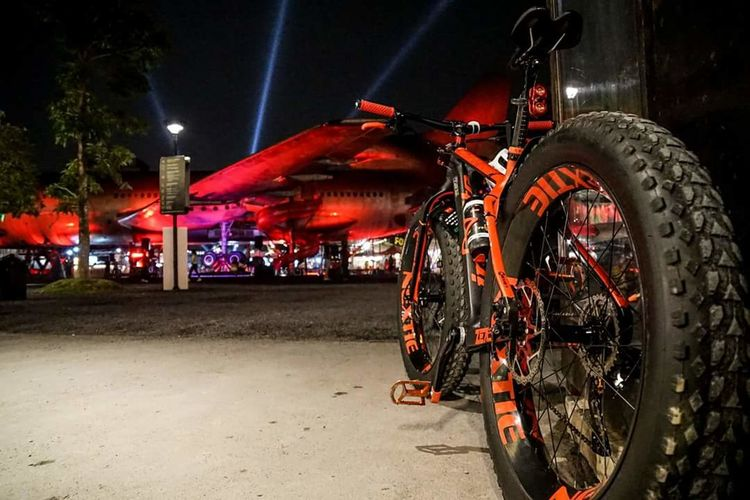 Fatbike Fatbike Bike Bike Ride Fatbikeworld Fatbikelife An Eye For Travel Night Illuminated Arts Culture And Entertainment Nightlife Performance Red Outdoors