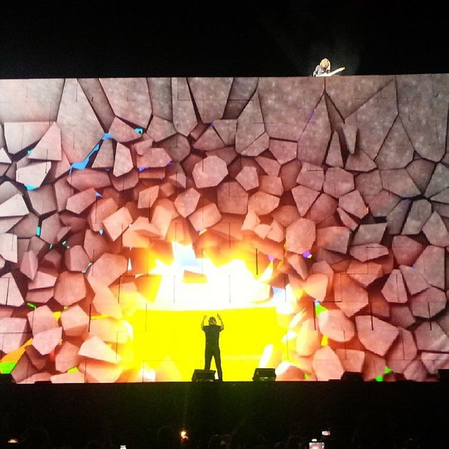 Roger Waters The Wall live at Istanbul.. The Wall Roger Waters Pinkfloyd Comfortably Numb BKM Gnl ITU Live Concert Stage Break