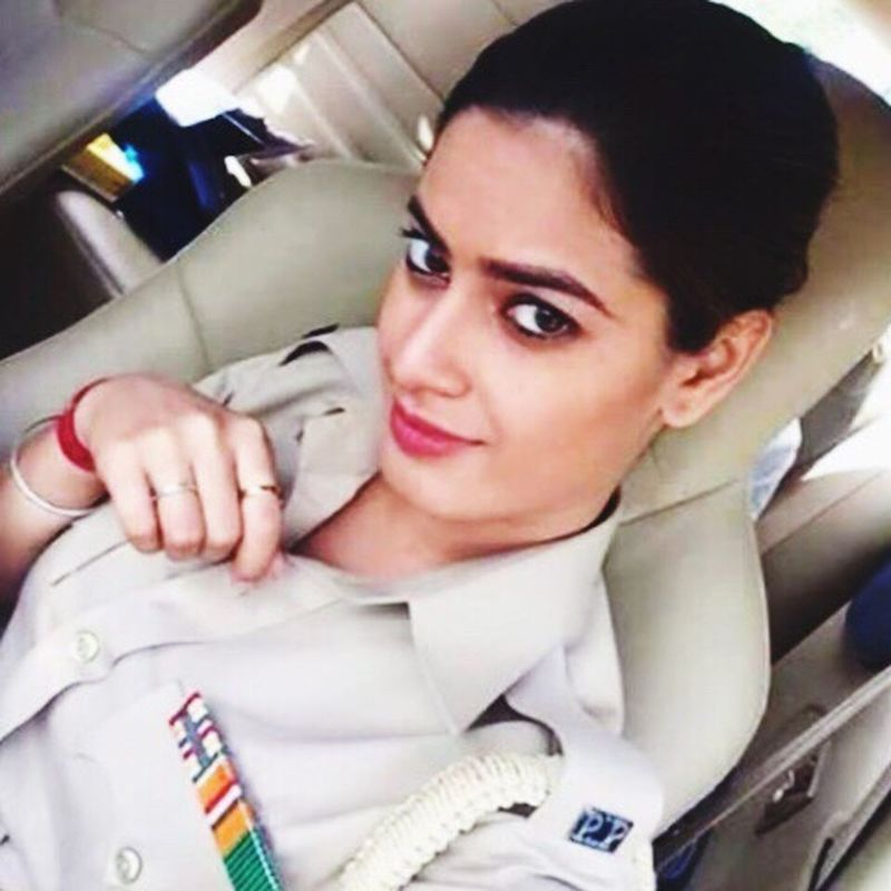 Dramatic Angles Selfie ✌ Police Police Girl Police Woman Police Vans Beautiful Punjabpolice In Car Black Eyes Gorgeous Lovely On Duty Dressed Confidence  Girl Close-up TakeoverContrast Cute Front View Punjabi Human Face Casual Clothing Black Hair Pink Lips