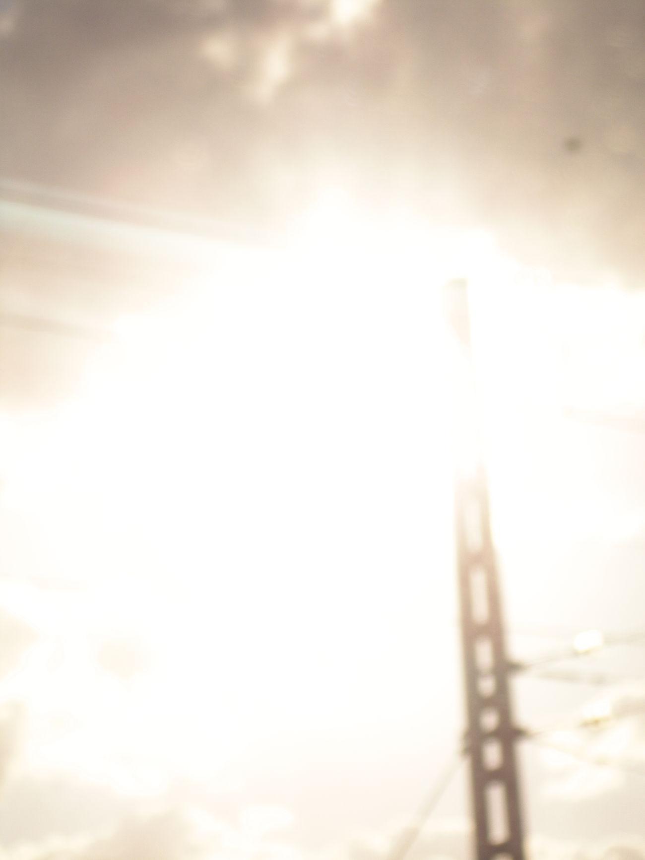 -Me gusta la gente como tú, tan pasional. -No soy una pasional al uso... No entiendo la pasión como una ilusión momentánea o un delirio... mi pasión es de largo recorrido. 🎧 Suena🎶Páginas tuyas. FabiánMicrohistorias Viajar Travel Train Tren Vistas View Ventana Ventanilla Window Tesis99 White Blanco Luz Light Luces Lights Antenas Sun Sol Microhistoriastesis99 Trayecto Route Blurred Transport DCP
