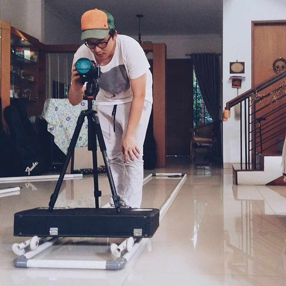 Dolly track test part 2, extension pack to 4 metres! This time @ianskymalik himself tried the dolly and now we're planning the floorplan for the set:3 . . . . . . Dollytrack DIY Homemade Homemadedolly Diydolly Cinematography Videography Test Prototype Cheap Lowbudget Happygolucky