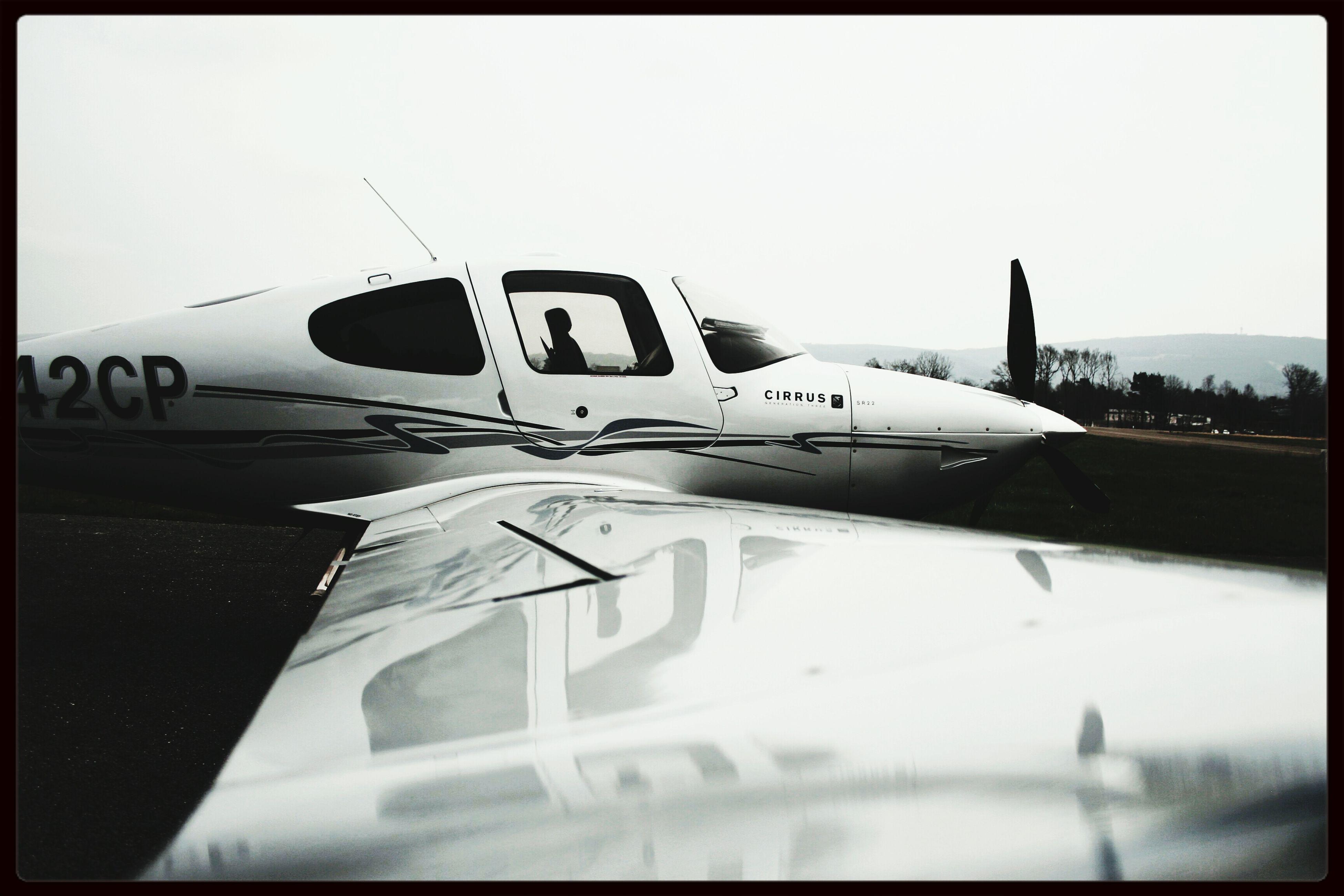 Cirrus SR22 Plane Beautiful Airport Cirrus