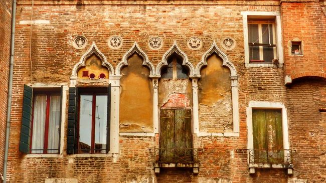 Old facade in Venice Façade Window Windows Decay Deterioration Beauty Of Decay Old Old Buildings Old House Decoration Decor