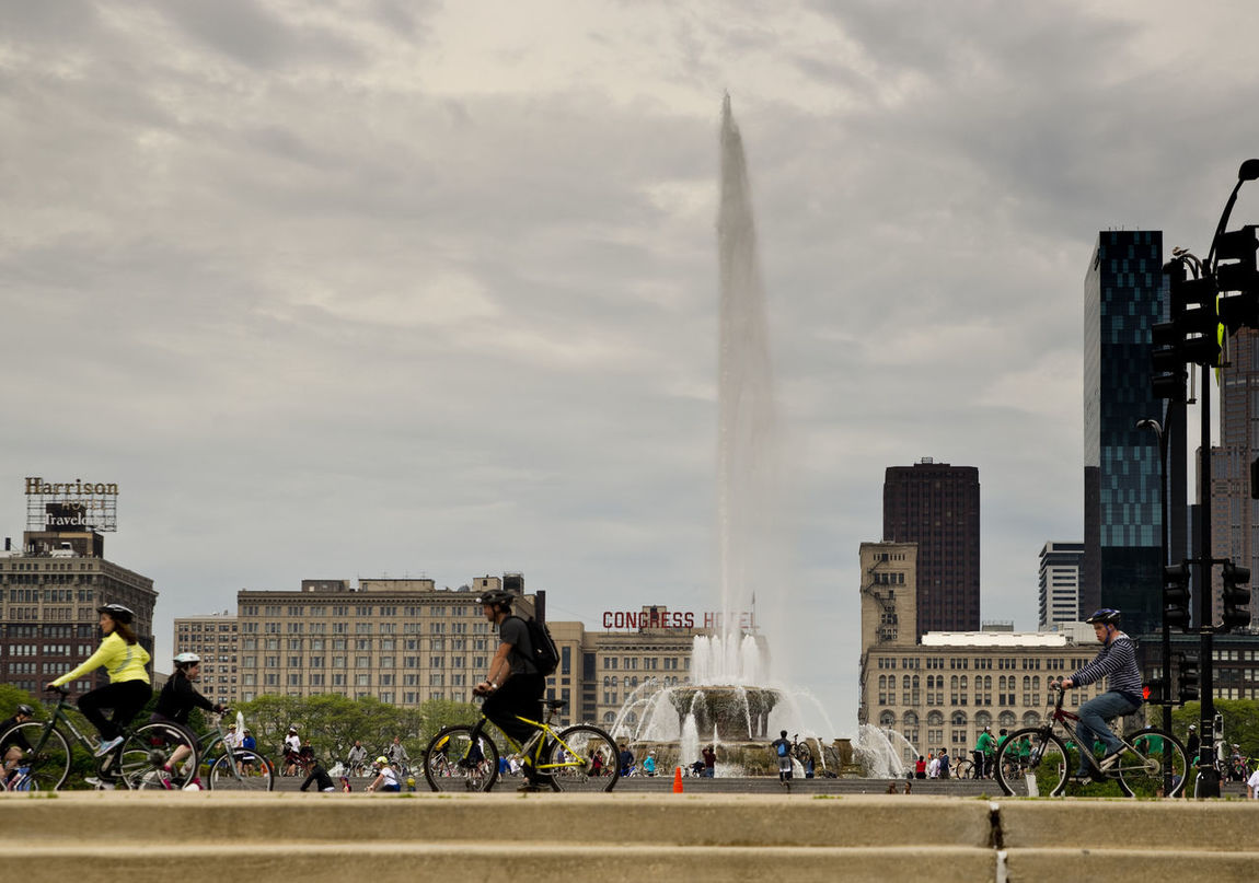 Afternoon In The City Afternoon Ride Bicycle Bike Ride Bike Rides Buckingham Fountain Celebrate Your Ride Chicago City Life Fountain Grant Park Riding Bikes