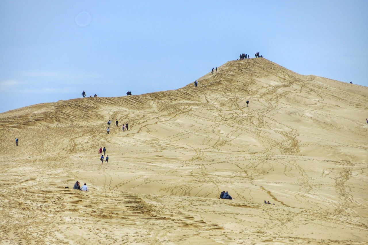 Beach Sand Real People Large Group Of People Outdoors Lifestyles Nature Vacations Sky Beauty In Nature Day Adults Only People Adult Desert Vacations Tranquility EyeEm Gallery EyeEm Best Shots Travel Destinations Dune Du Pyla Hiking Desert Beauty Dune Desert Landscape