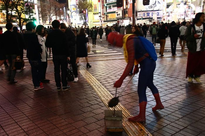Spiderman Cleaning Shibuya New Year Around The World Unlikely Heroes Capture The Moment Street Photography Everybodystreet The Human Condition Streetphoto_color Walking Around City Funny From My Point Of View Awsome Capturing Movement The Changing City Cityscapes People People Watching Urban Lifestyle Night Night Lights Battle Of The Cities Better Look Twice