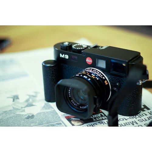 surprise! thought someone was santa clause this morning?thx,my dear sis. Update equipment LeicaM9 wont throw awayM6 the most important thing is enjoy life.Wherethereislovethereissister Familyismypresent Xmas
