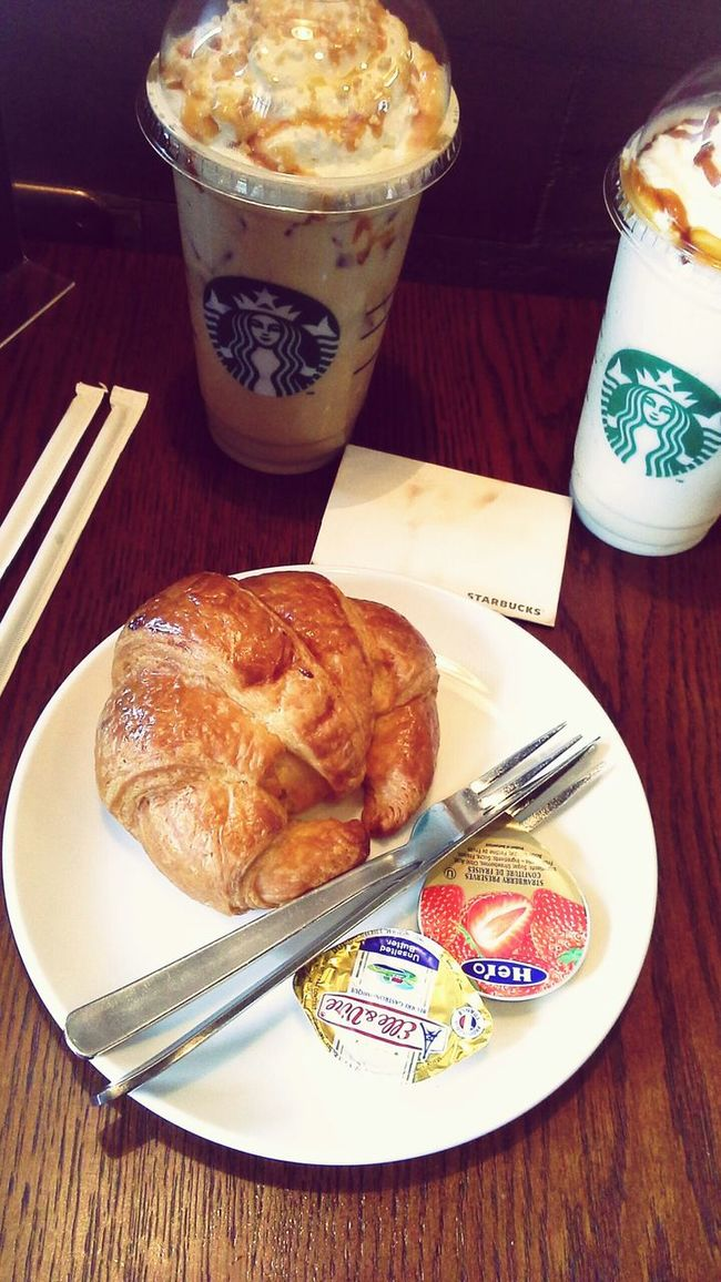 coffee time :) Coffee Iced Coffee Drinking A Latte Baked Goods Cafe Americano Cafe Latte Hanging Out Relaxing