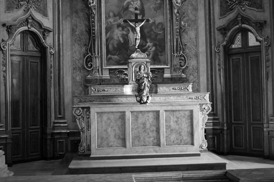 Altars Chapel Religion Religious Images Black And White Eye4photography  Eye4black&white  EyeEm Black & White EyeEmBestPics Eyeemphotography EyeEm Best Shots Taking Photos Minimalism Saints Historical Sights Statues Cross ArtWork Portugal Palacio Nacional De Queluz