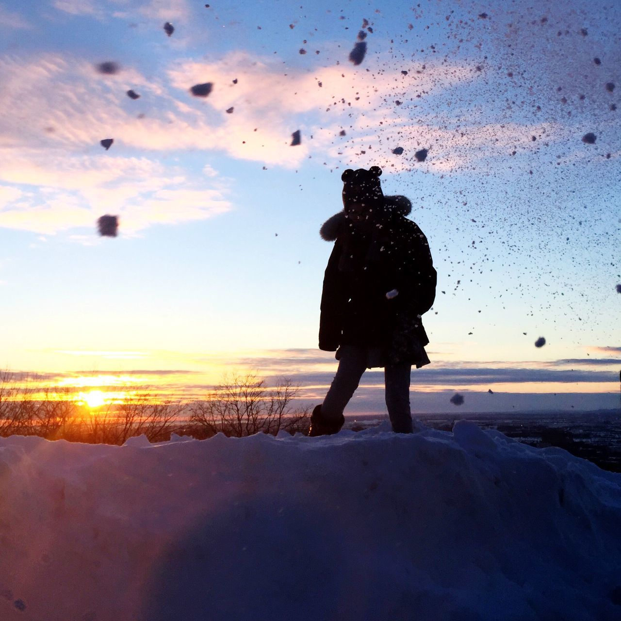 Sunset and snow balls The Week Of Eyeem Montréal Winter Sunset Silhouettes Sunset