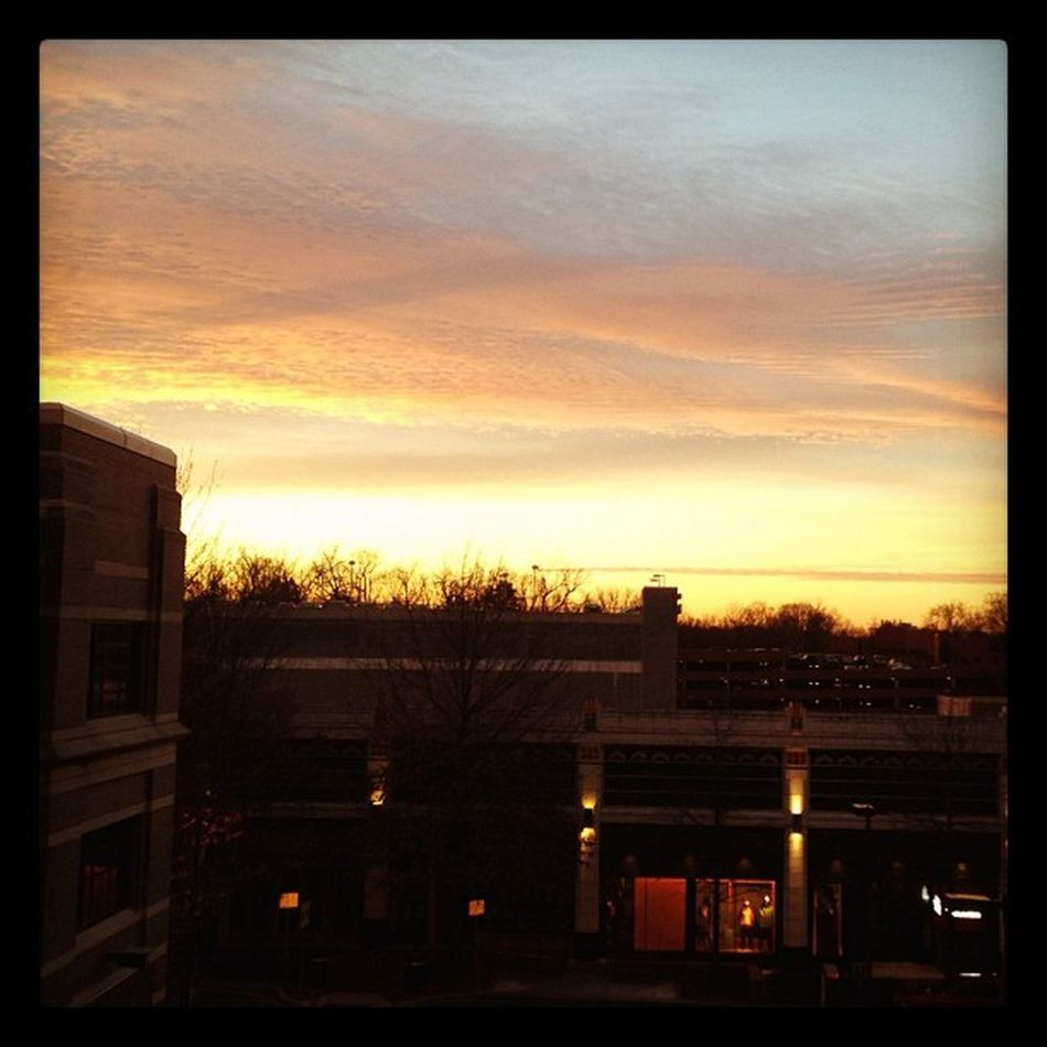 An early start to the day. #iphoneography #jomo #bethesda IPhoneography Sunrise Bethesda Jomo Bethesdarow