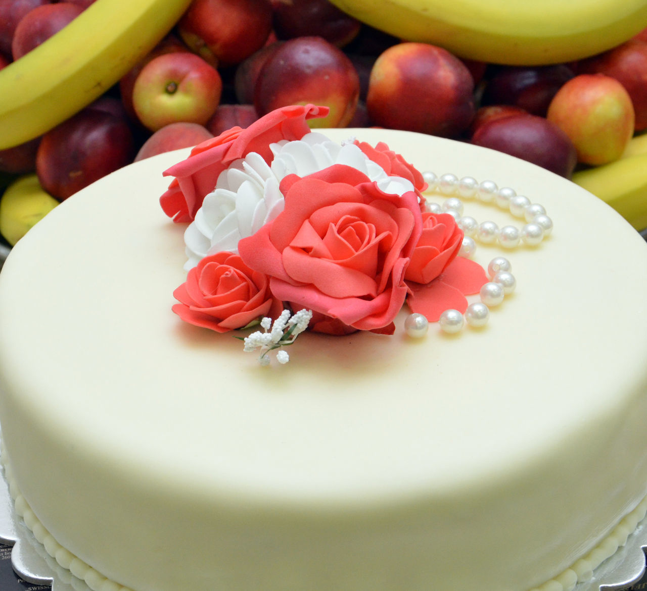white wedding cake with flowers Cake♥ Close-up Day Flower Freshness Indoors  No People Pearl Pink Rose Ready-to-eat Roses🌹 Wedding Wedding Cake White Cake
