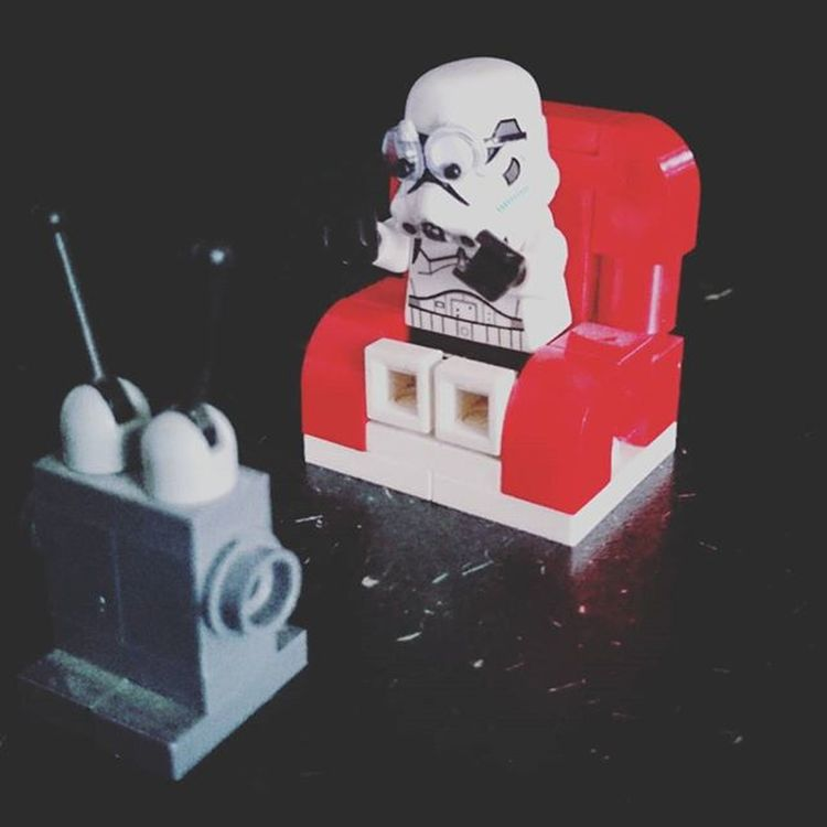 I first saw Nightmare on Elm St age 13 on holliday in Spain. This is a recreation of my reaction. Thank you Mr Craven for all the heeby jeebies. RIP Wes Craven. 😔 Wescraven Nightmareonelmstreet Ripwescraven Brianthetrooper Afol Afosw Legostarwars