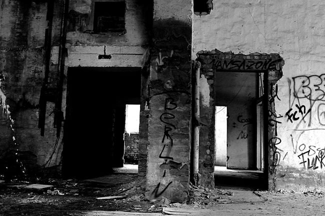 Lost Places Zinnowitz Kulturhaus Blackandwhite Black & White Blackandwhite Photography Verlassene Orte Abandoned Lostplaces Berlin