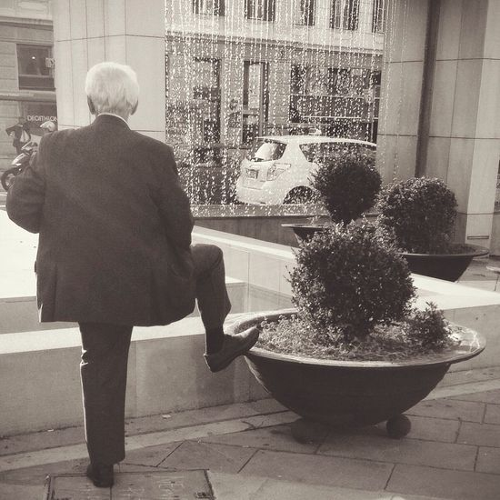 A man is not old as long as he is seeking something. Streetphotography Streetphotography_bw AMPt - Street Monochrome