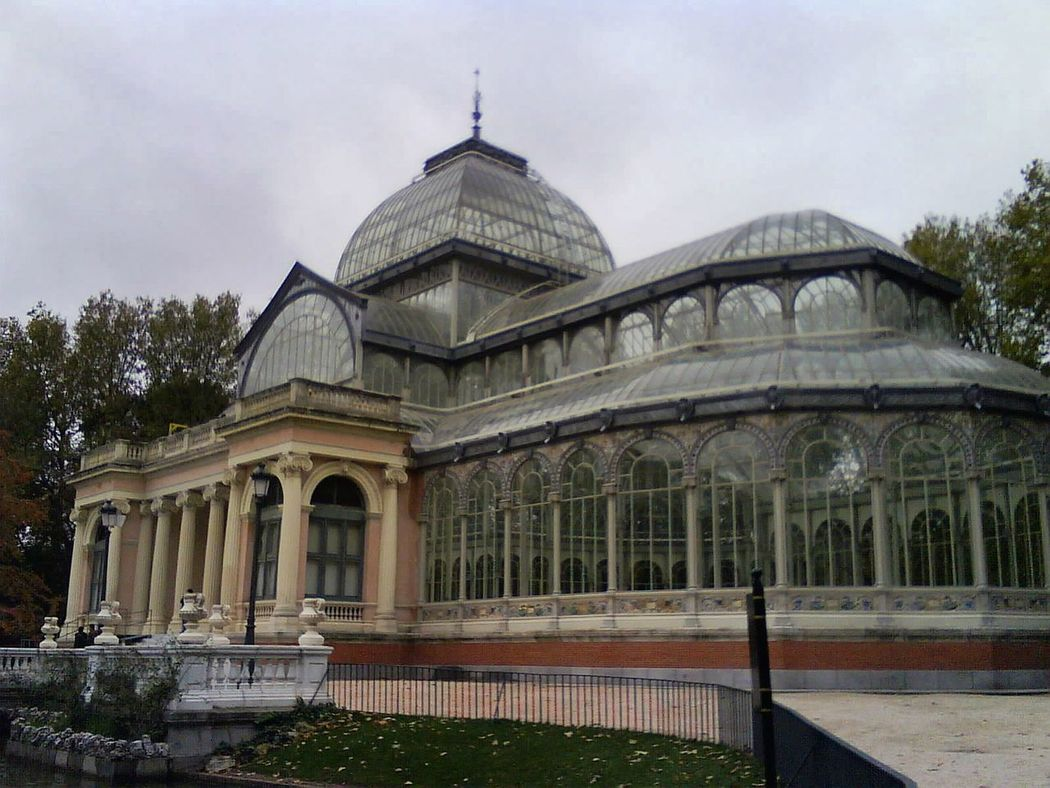 Architecture Travel Destinations Outdoors No People Museum Of Modern Art Europe Trip Museums Beauty In Nature Spain, Madrid, Tourism, Tourist, Buildings Spain ✈️🇪🇸 Madrid History Travel Architecture Nature El Palacio De Cristal Del Retiro El Retiro, Madrid Madrid Spain Building Exterior Glass Building Glass Art Glass Windows Glass