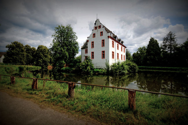 Castle Cloud - Sky Cloudy Green Color Hidden Gems  Historical Building Landscape Medieval Old Buildings Sky Summertime Wasserburg Wasserburg Metternich