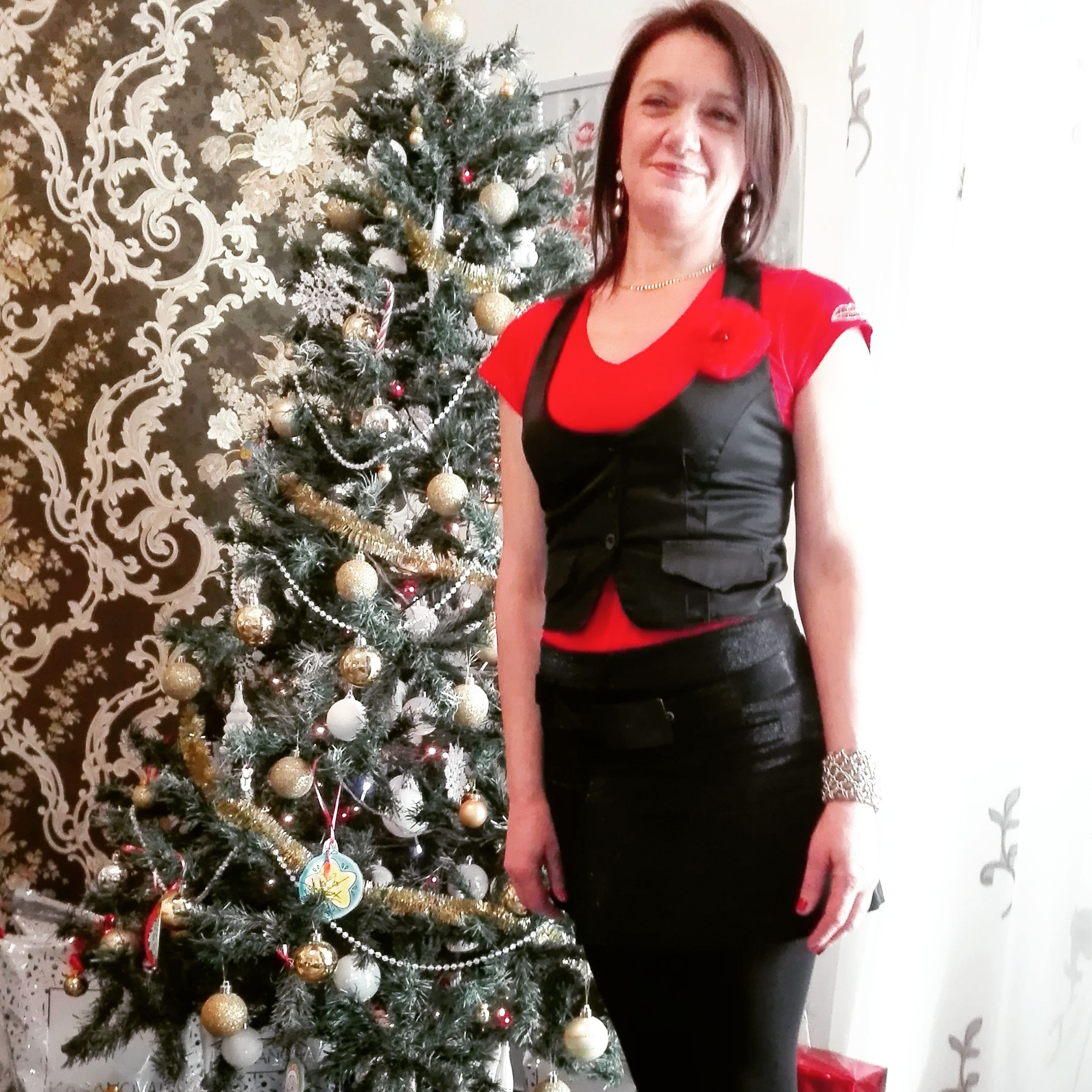 portrait, three quarter length, looking at camera, one person, tree, christmas, smiling, standing, one woman only, adults only, confidence, happiness, only women, front view, christmas tree, indoors, leisure activity, people, young women, adult, christmas ornament, beautiful woman, young adult, one young woman only, day