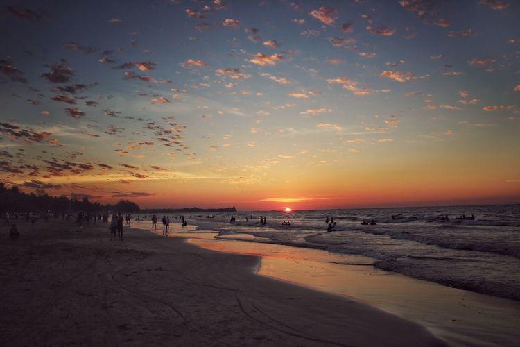 Warm evening Beach Sunset Golden Hour Scatter Cloud Action Dusk Chaung Thar Beach