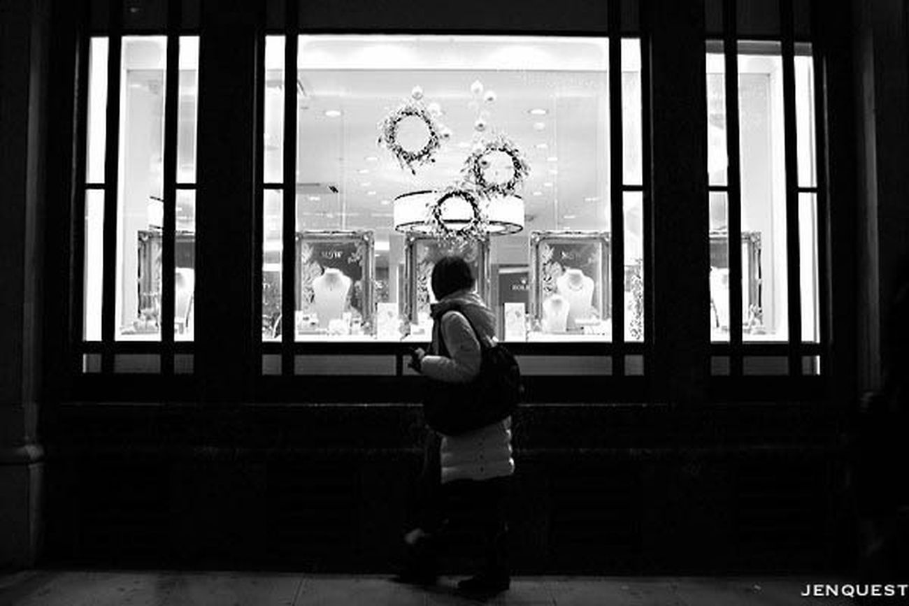 Wishing and hoping Streetphotography Streetphoto_bw Blackandwhite Black And White