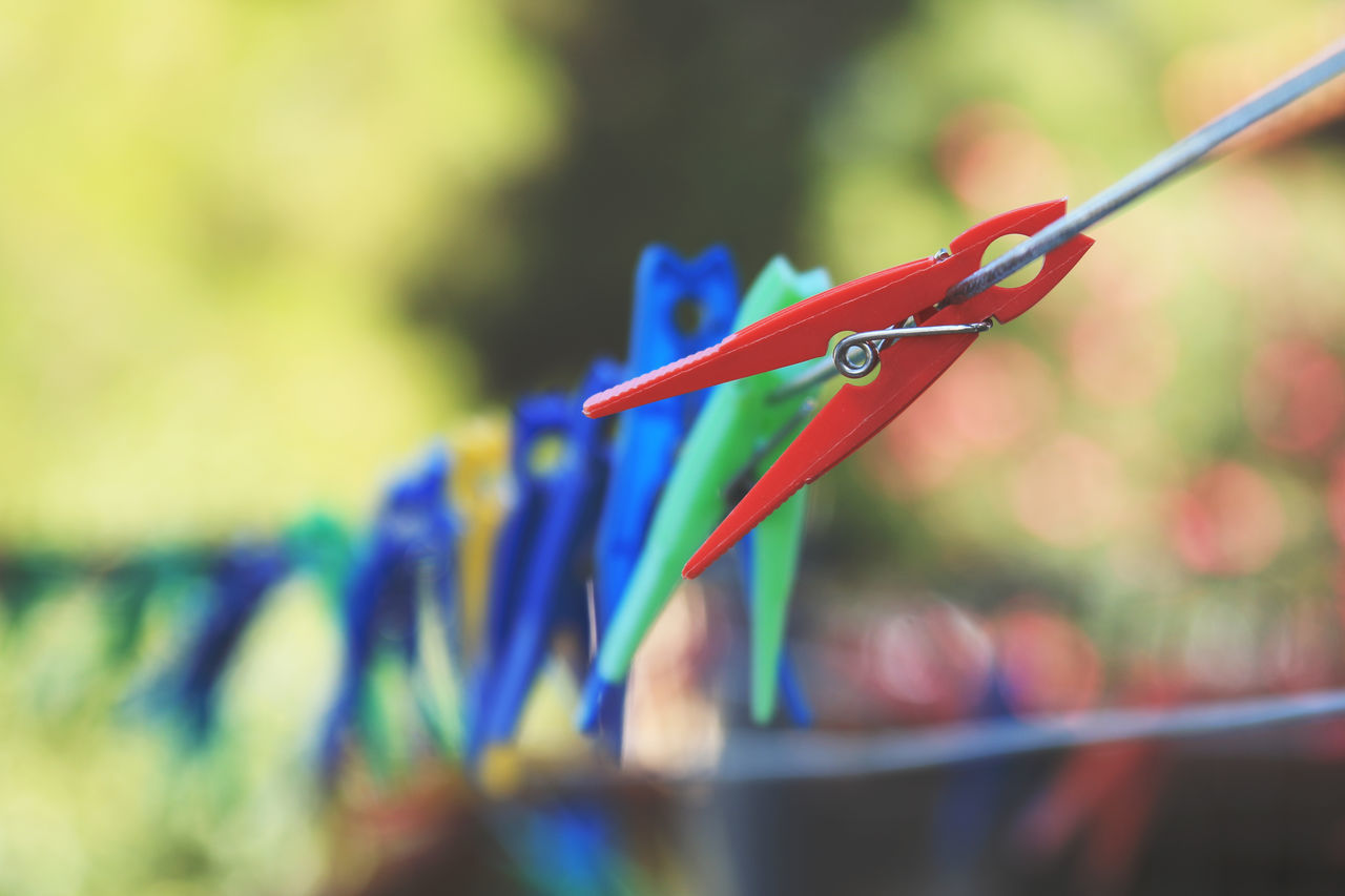 Abstract Blue Bokeh Close-up Clothesline Clothespin Colorful Detail Green Objects Pinch Red Rope Wallpaper