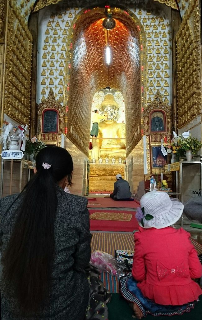 It's time to make Buddha shining. And i love the outfit of the little girl. Silvia In Myanmar Travelling Photography Pagoda Temples Myanmar Discoverying Cultures On The Way 43 Golden Moments