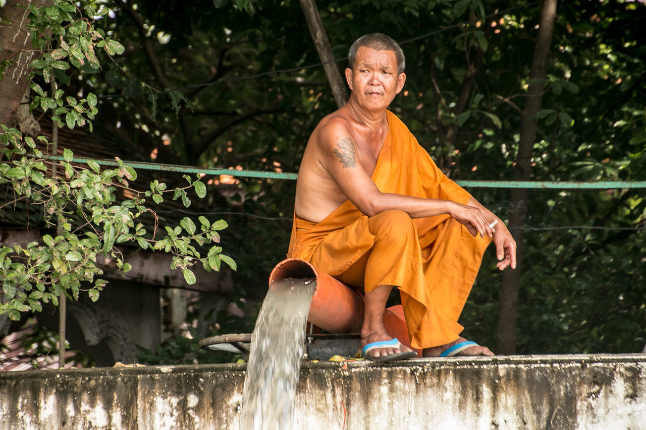 Adults Only Bangkok Bangkok Thailand. Maenamchaopraya Men Monk  Mönch One Person Only Men People River Senior Adult Sitting Sitting Alone Sitting Outside Street Photography Streetart Streetphotography Thailand Travel Travelling Travellover