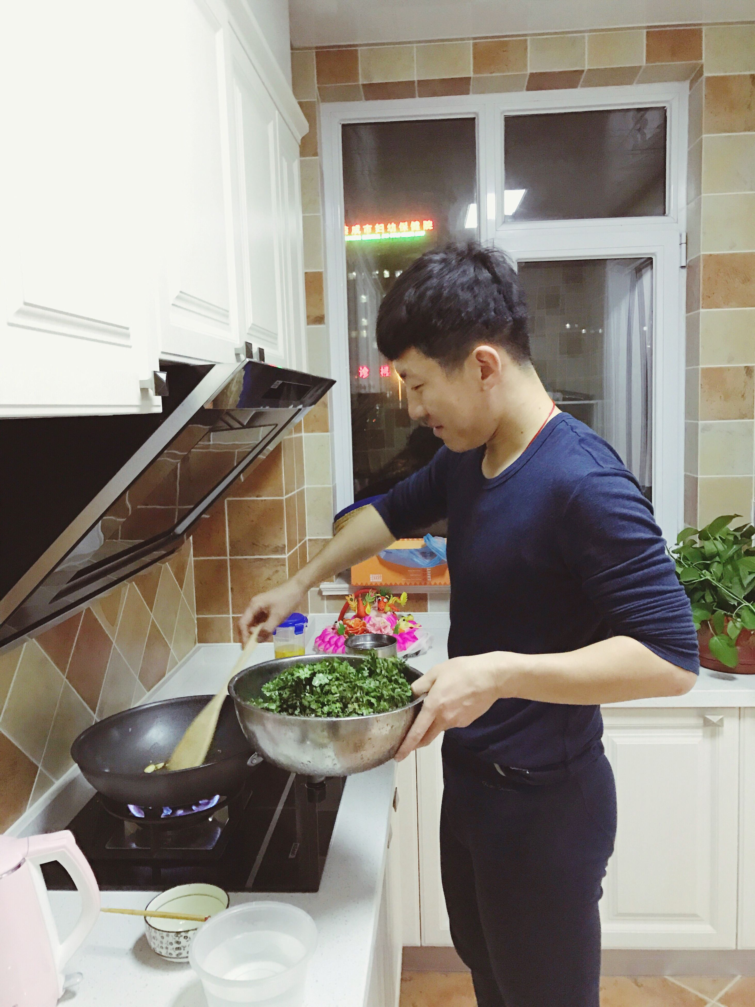 indoors, one person, one man only, domestic kitchen, adults only, kitchen, only men, domestic room, people, food, adult, working, domestic life, freshness, day