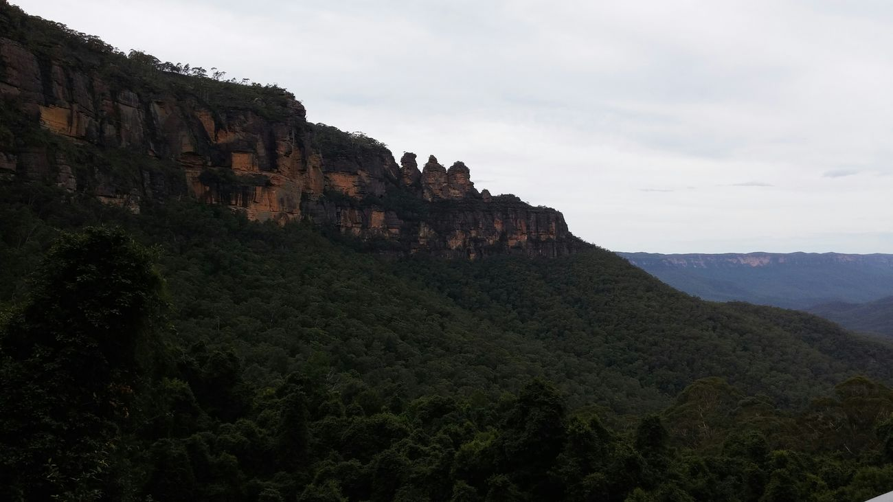 The Three Sisters Blue Mountain Sydney Australia Natural Relaxing Adventure Good Weather ♥ Rocks And Minerals