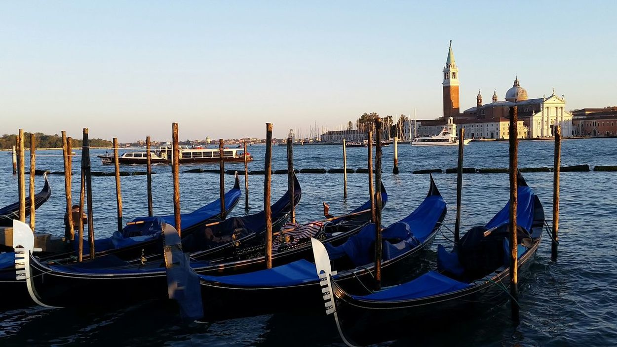 Travel Destinations Gondola - Traditional Boat Blue Travel Cityscape Tourism Italy Venzia イタリア ヴェネチア 海 の 旅人