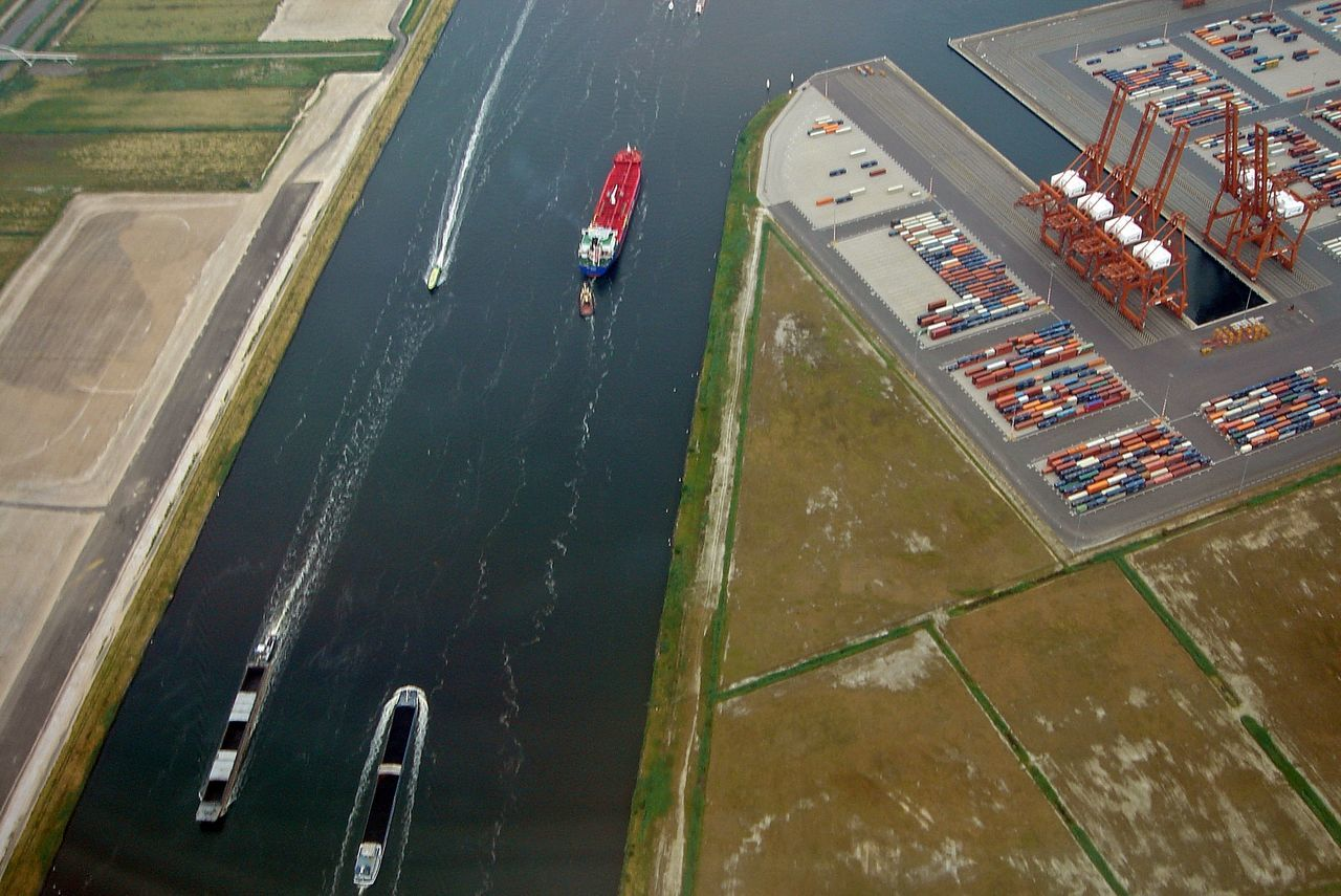 Canals Direction Focus On Foreground Port Fresh 3 View From A Plane Window Welcome Weekly Travelling Visual Trends SS16 - Technology Everywhere The Traveler - 2015 EyeEm Awards The View From Above Airplane Window Followfriday Transportation View From The Window... The Vie How Do We Build The World?