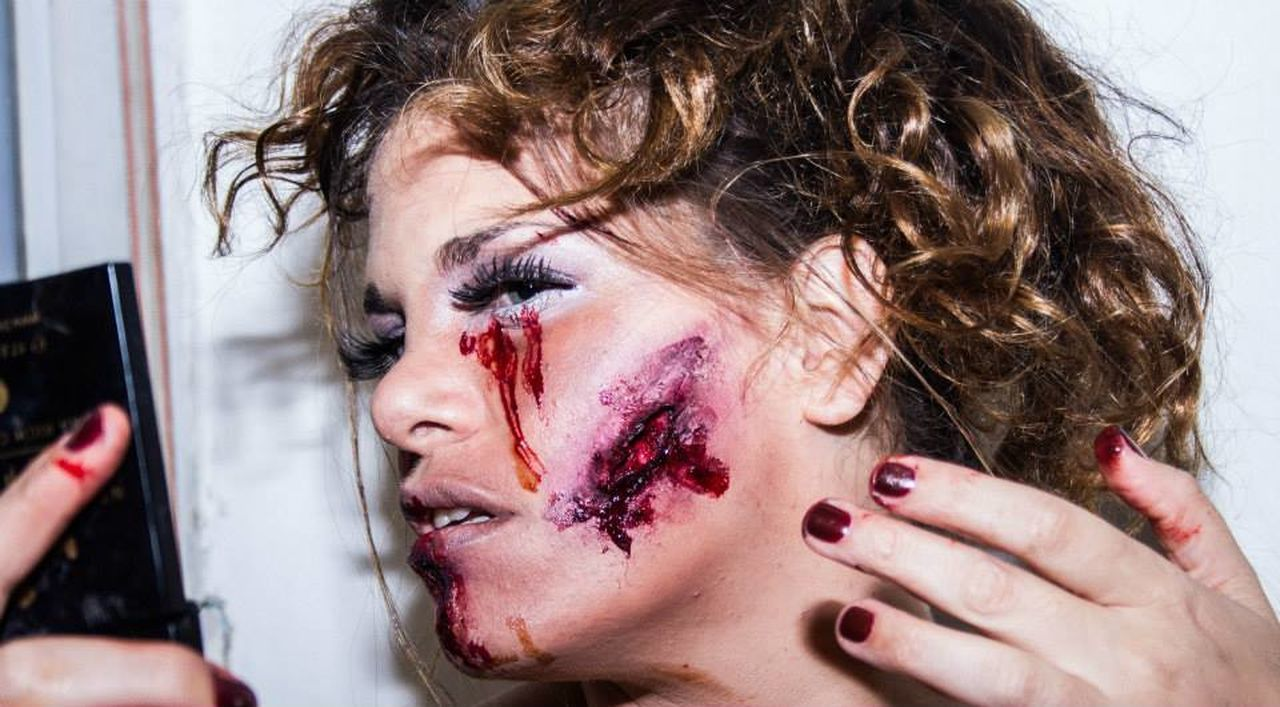 That's Me Check This Out Makeup ♥ Scars listen, if anybody is here..I could really use a friend to talk to.. :'(