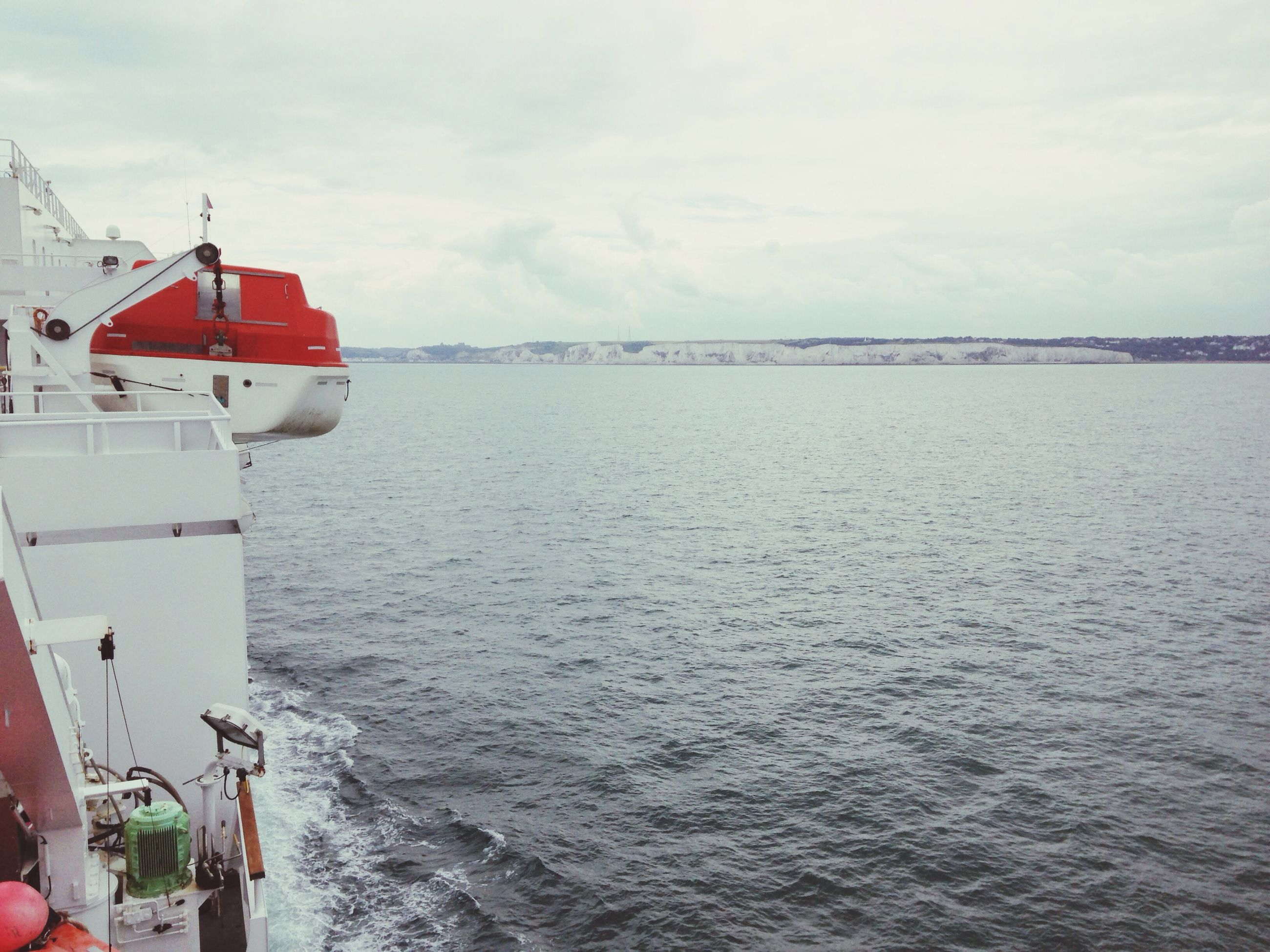 sea, water, sky, horizon over water, nautical vessel, cloud - sky, transportation, tranquil scene, waterfront, tranquility, nature, scenics, boat, beauty in nature, mode of transport, built structure, rippled, cloud, day, cloudy
