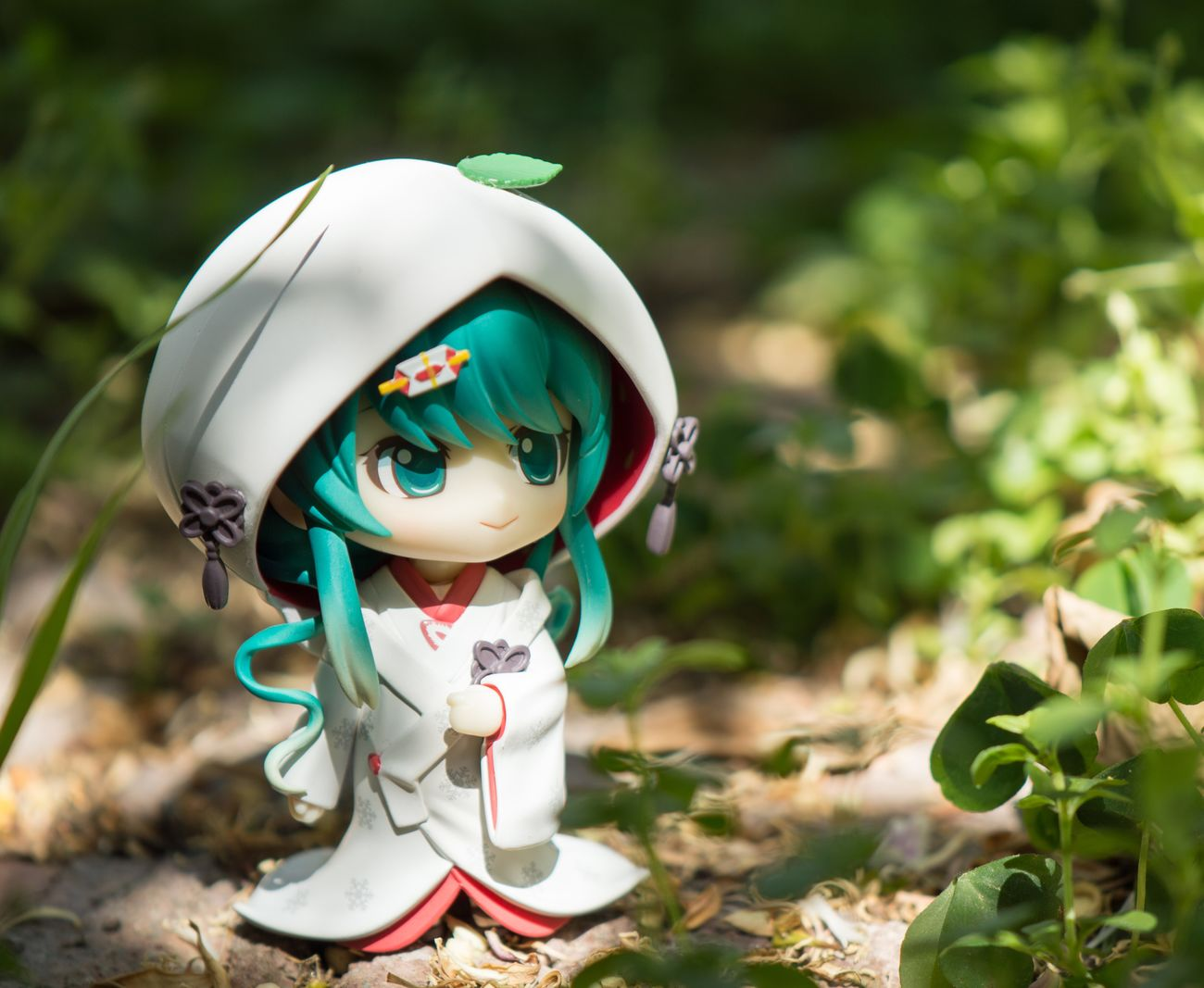Staring off somewhere. Nendoroid Nendophotography Goodsmilecompany Toyphotography Figurephotography HATSUNEMIKU Miku Vocaloid Snowmiku