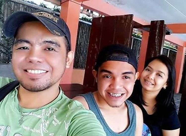 The Power of Three... With my Bro @rjcastaneda_ and Sis @joanne_cristine... Yup! I know... I know... I look like the youngest but I'm actually the eldest... Hehehe... TheCastanedas Siblings Broandsis ❤❤❤
