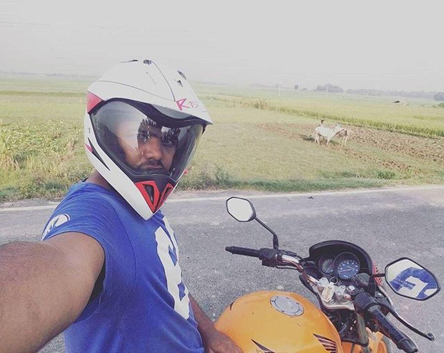 Wide angle selfie 😀 Throwback Selfie In Village With My Bike Wid Angle Honda Unicorn Orenge Longdrive Longride Old Photo Farmer Bihar Bihari Darbhanga Loam Travel Alon Alonetime Hondabike followme gulfam fotofinch
