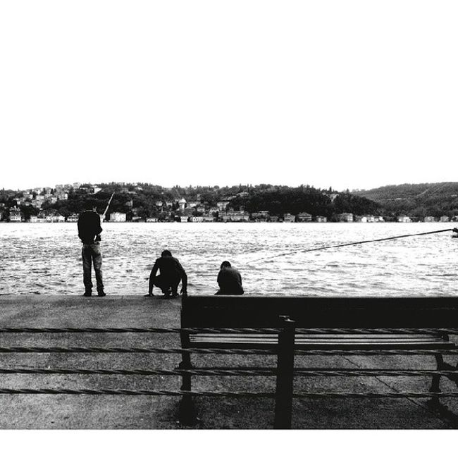 3 Küçük Balıkçı ... çocuk Balıkçı Balıktutmak Sahil Istanbul Deniz Siyahbeyaz Hayat Oan 3littlefisherman Fisherman Child Moment Monokram Inkwell Blackwhite Life Instacool Instapic Picofthelife Latergram City