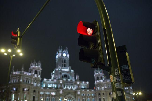 Madrid red light at plaza de cibeles Madrid Post Office Cibeles Traffic Lights Nightphotography Streetphotography Cities At Night