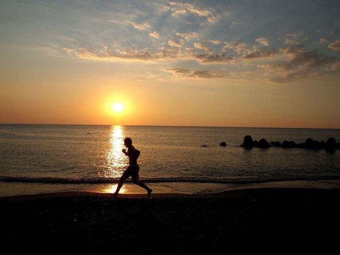Feeling good Make Magic Happen Sunshining Running On The Seashore Mediterraneo Moment Skylover 43 Golden Moments