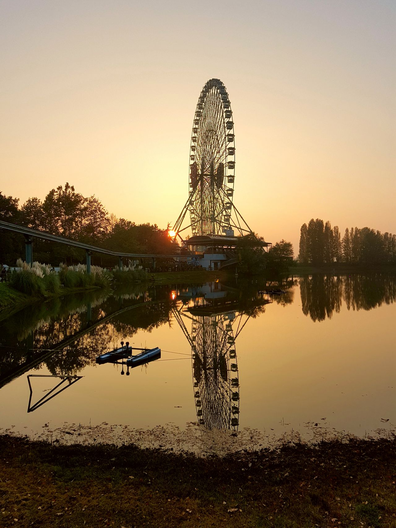 Reflection Sunset Water Sky Outdoors River Mirabilandia🎡🎢🎠 Tramonti_italiani Tramonto Ruota Panoramica Bellissima❤ Personal Perspective Leisure Activity Samsung Galaxy S7 Edge Punti Di Vista Feel The Journey EyeEm Best Shots 2016😍 Giocare Giocareinsieme Reflection Sky Porn Sky_collection The EyeEm World Tour Riflesso Di Luce