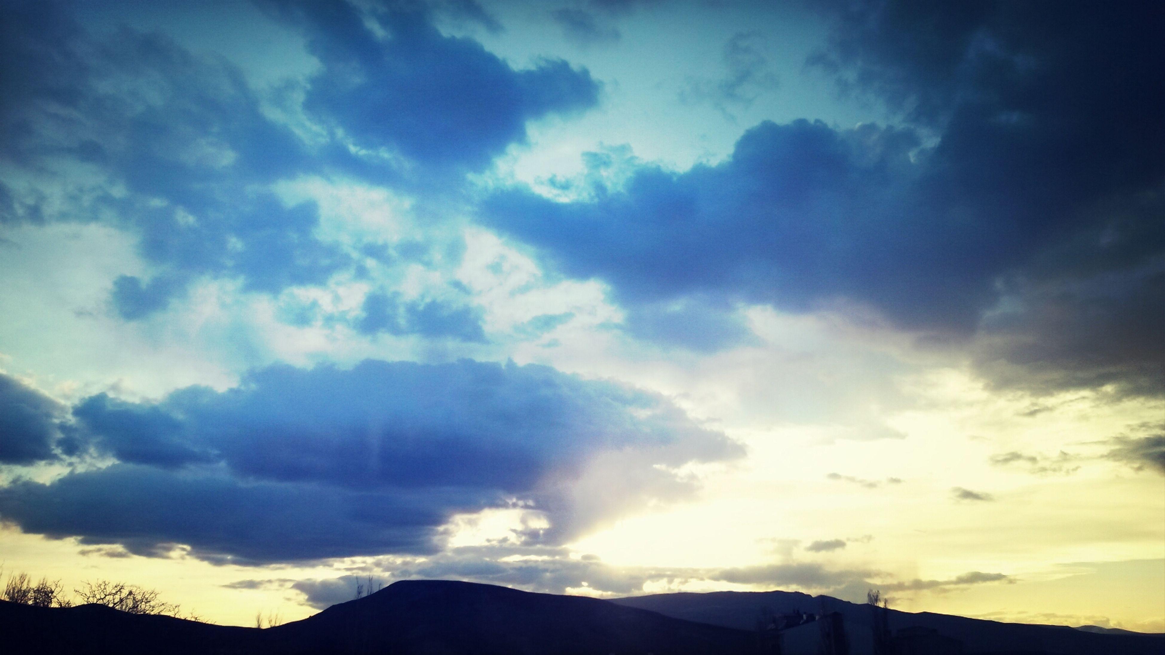 Birgundahagectiyinesensiz Aksamoldusehrimde Sunset Eastanatolia