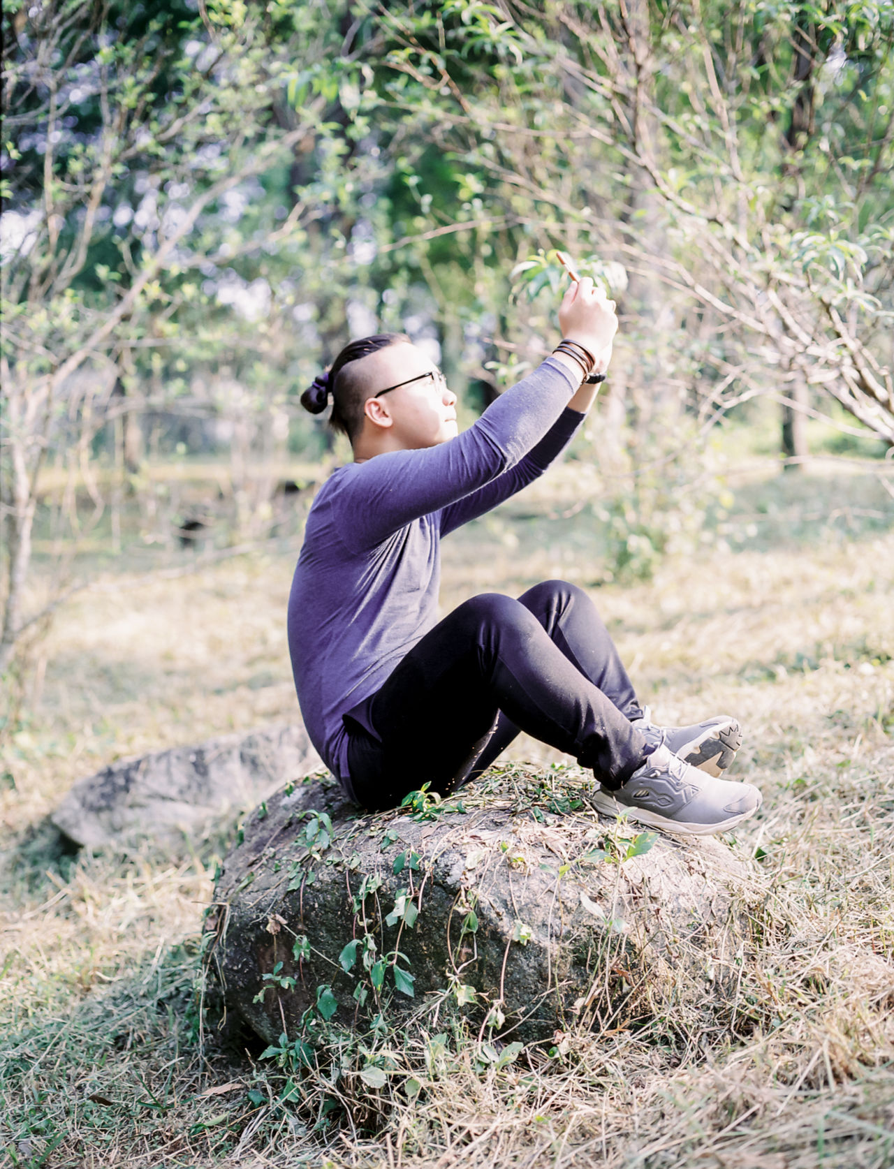 Alone Autum Swinger Balance Carefree Casual Clothing Escapism Front View Full Length Getting Away From It All Hanging Out Holding Human Leg Leisure Activity Lifestyles Perspective Portrait Real People Relaxation Side View Sitting Standing Three Quarter Length Yama Young Adult