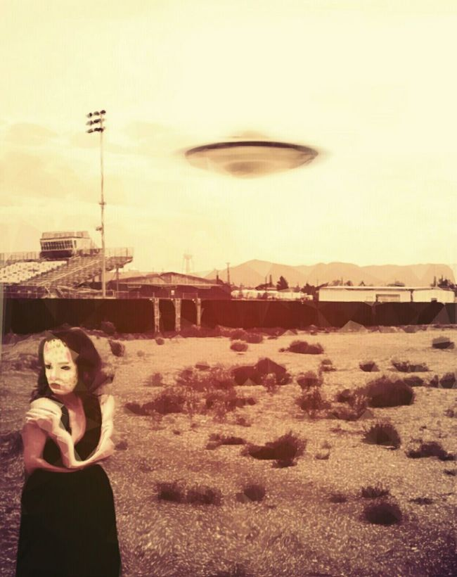 The night they drove old Dixie down. Or maybe the night they dropped her off. Take your pick. Check This Out Hello World Creepy Bizzare Crazy UFO Sightings Light And Shadow Monochromatic Noir Science Fiction Roswell Beautiful Girl New Mexico