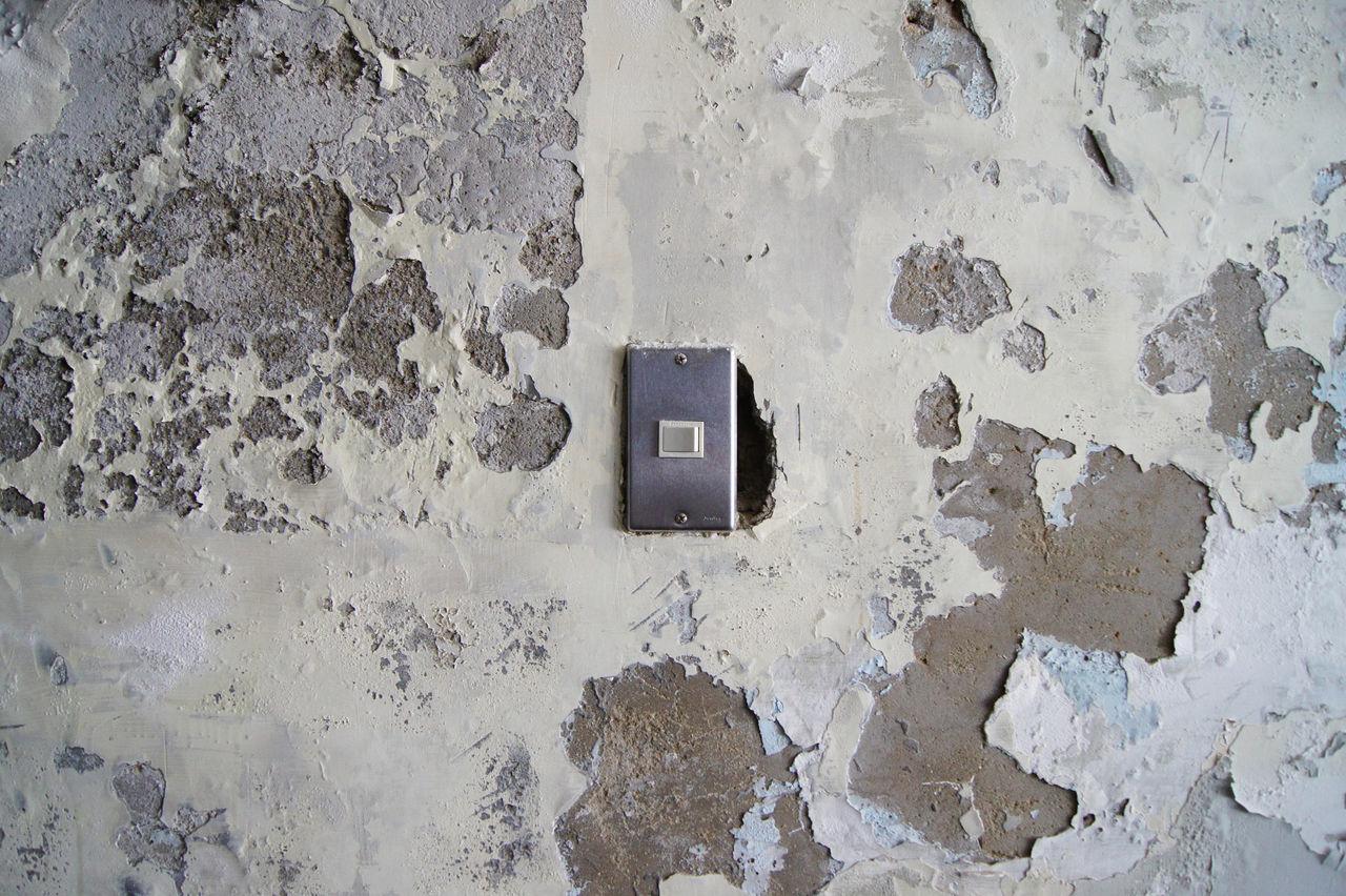台南老街裡,正上演著關於藝術家新作品發表,來參與的人們,有些在一樓靜靜的欣賞著作品,一些則在二樓喝著茶 或 咖啡,想著,就這樣吧,時間就停留在這吧。 More Detail:https://goo.gl/XZGwaI Backgrounds Broken Drop Japanese Style Mottled Oldhouse Switch Wall White White Background 中西區 兩倆 台南 台灣