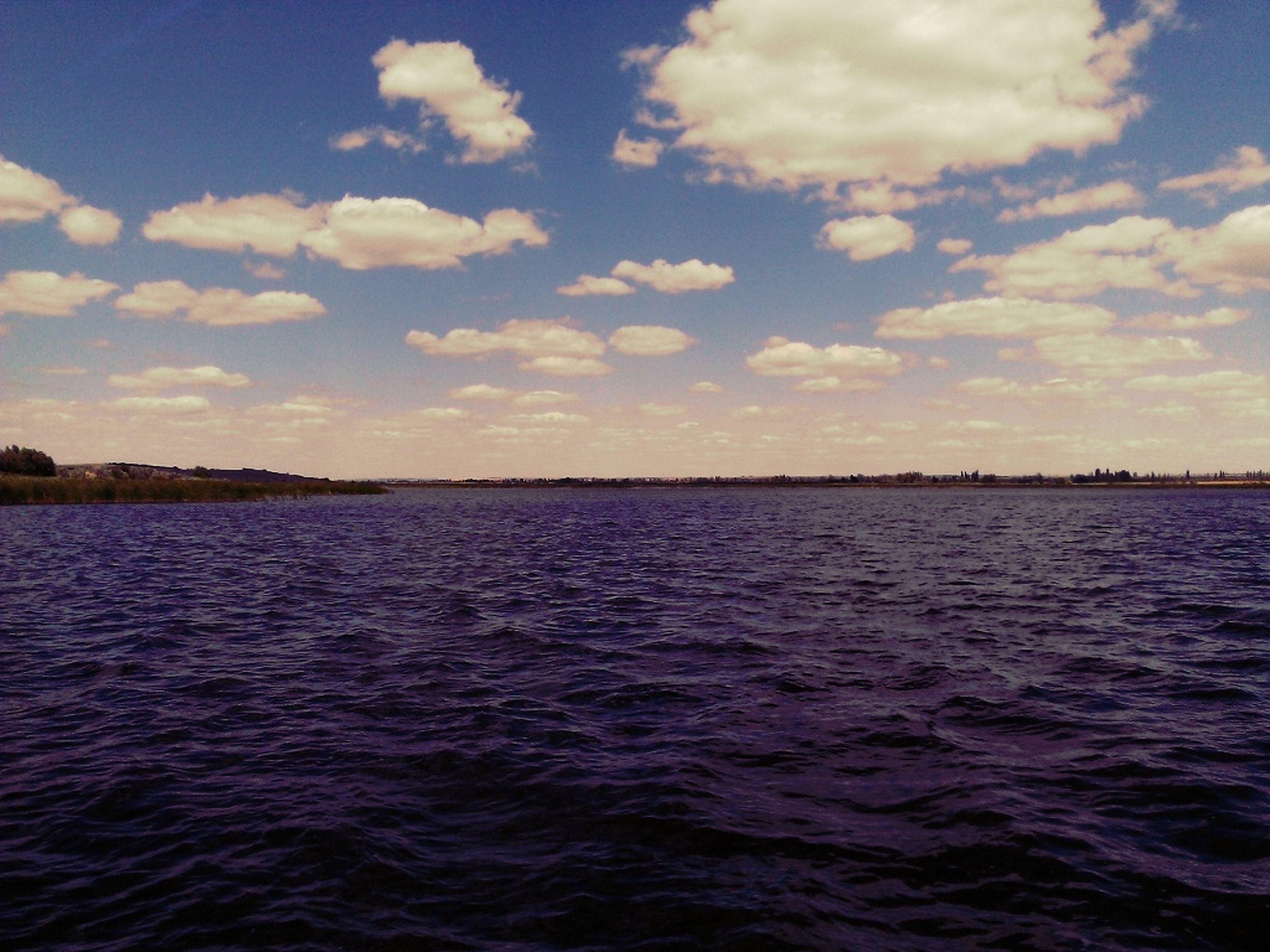 У пруда прохладно