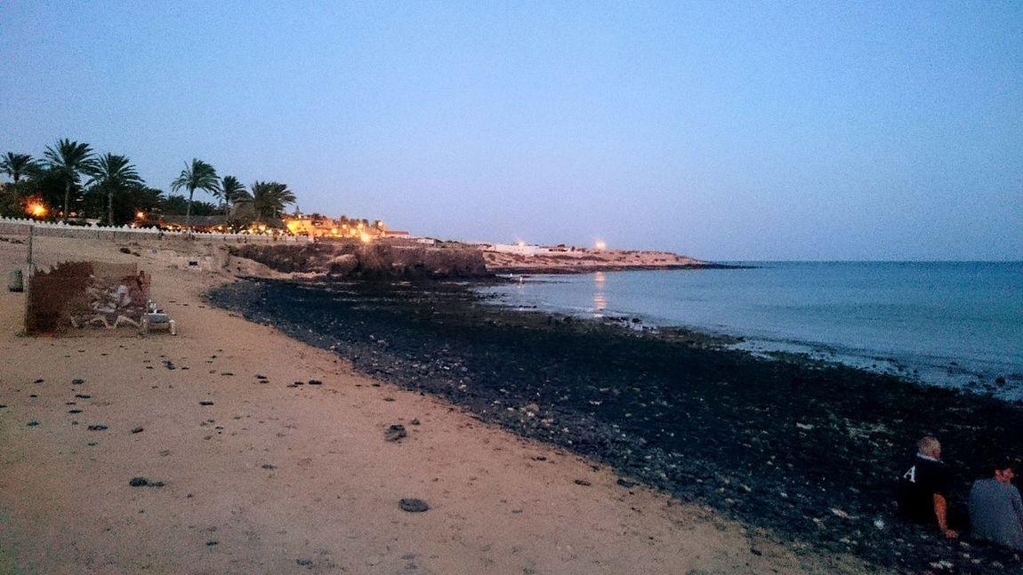 Вечерний проминад)) Beach Water Sea Ocean Fuerteventura Insel Tourism Sand Nature Beauty In Nature Sommer природа и красота лето2016 September детский_фотограф океан острова фуэртевентура лето 2016 Beach Water Sea Copy Space Shore Tranquility